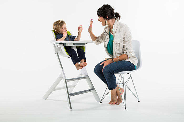 4moms High Chair with Magnetic Features
